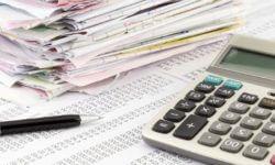 Фото: Бухгалтерский учет: штатный бухгалтер или аутсорсинговая компания?